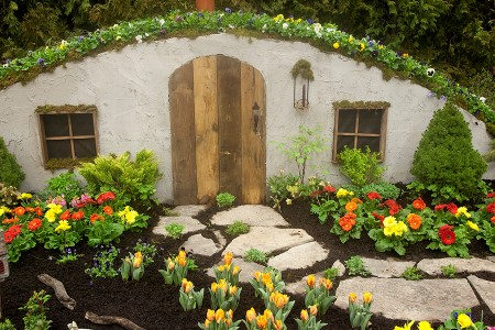 Picture of hobbit house from 2014 garden show